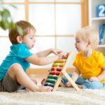 Warum weniger Spielzeug für Kinder oft mehr ist