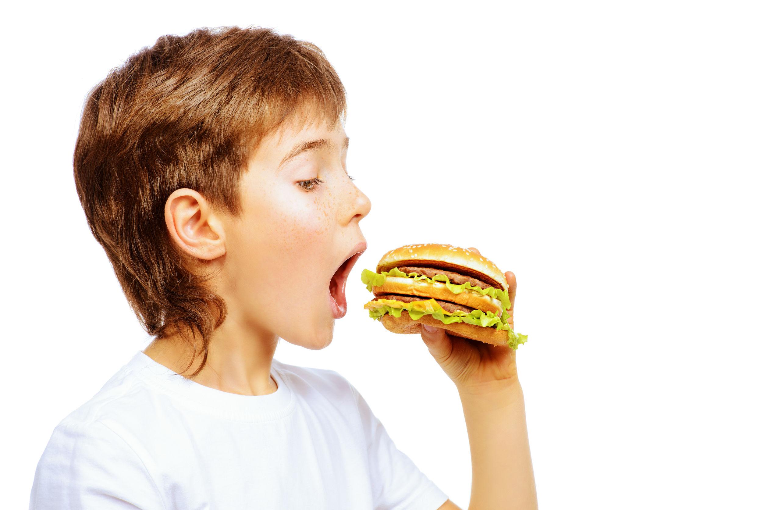 Entwicklungsgefährdend: Schlechte Ernährung bei Kleinkindern